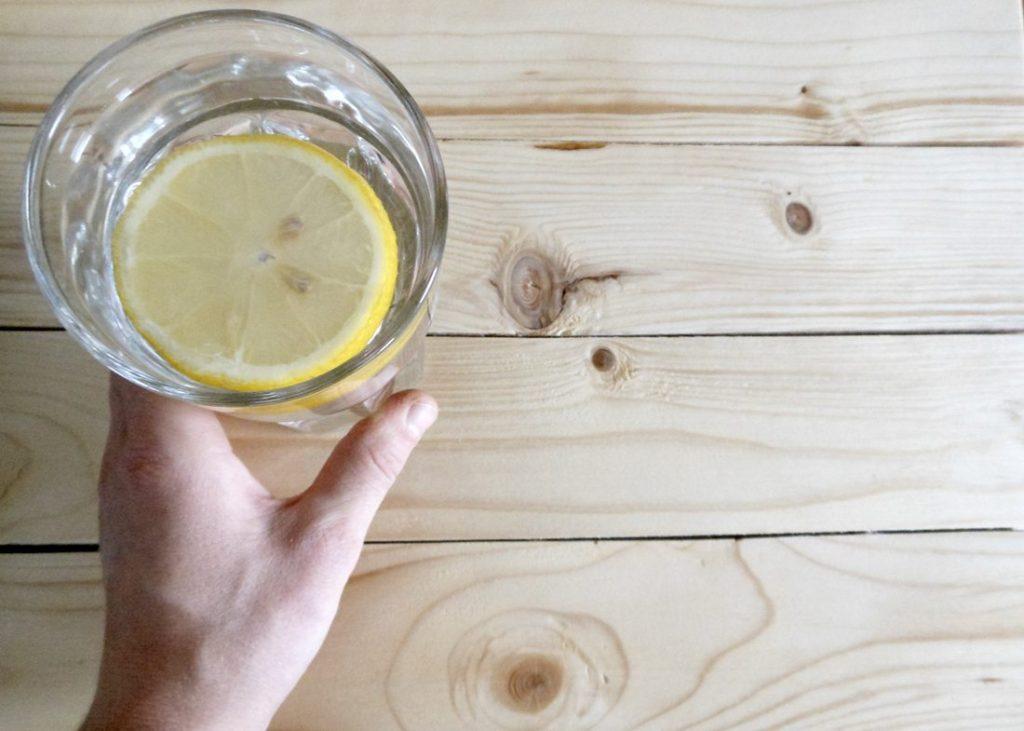 woda cytryna na skórę